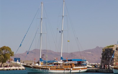 sailing-honeymoon-greece